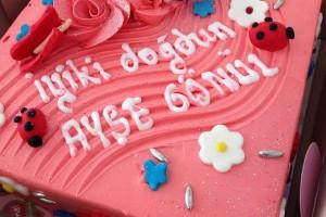 Çiçekli Doğum Günü Pastası